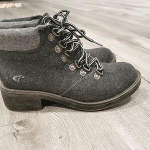 Rocket dog lace up ankle boots